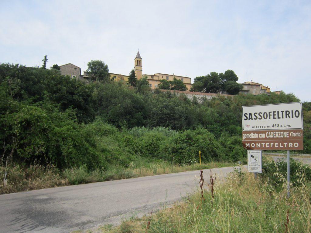 Montecopiolo e Sassofeltrio via dalle Marche, al via la discussione