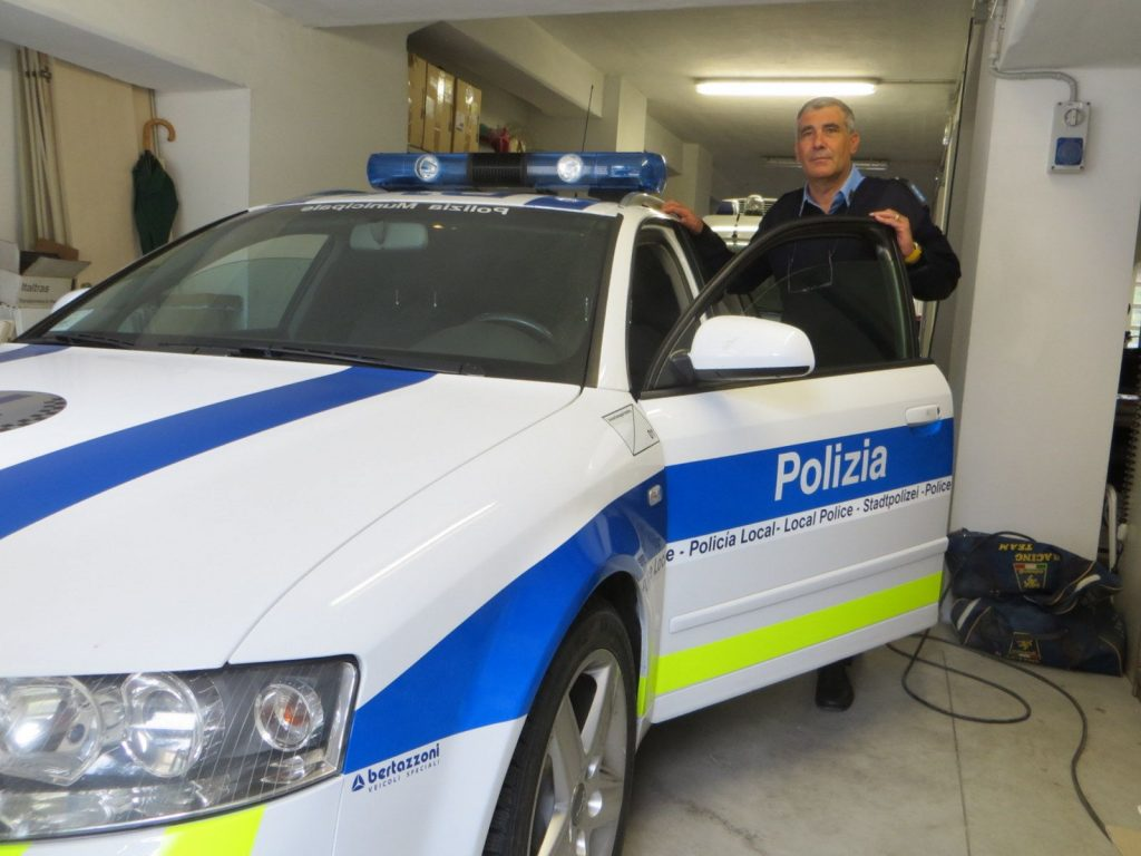 Faenza, ruba nell'auto ma viene ripreso dalla telecamera di sicurezza del mezzo