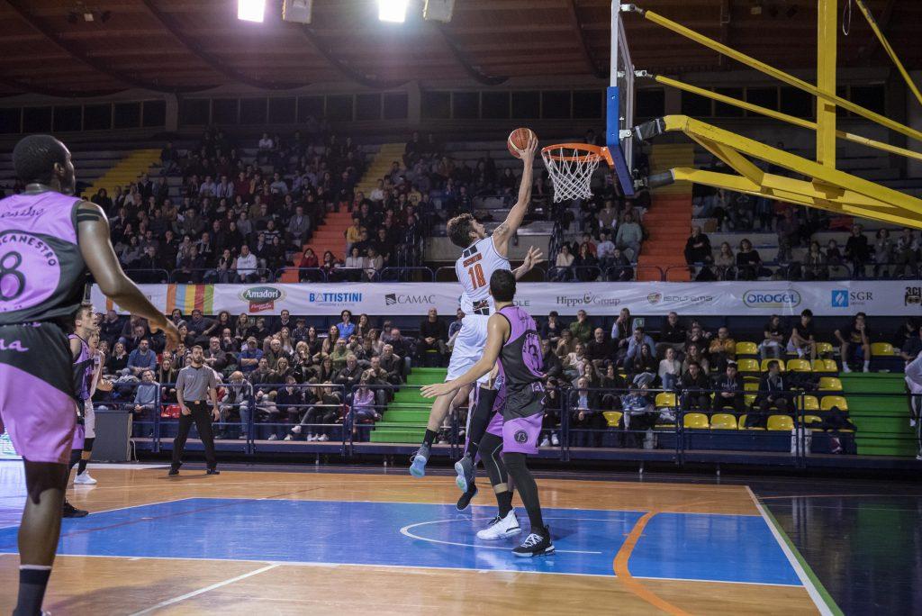 Basket, Cesena porta a casa la vittoria contro Crema