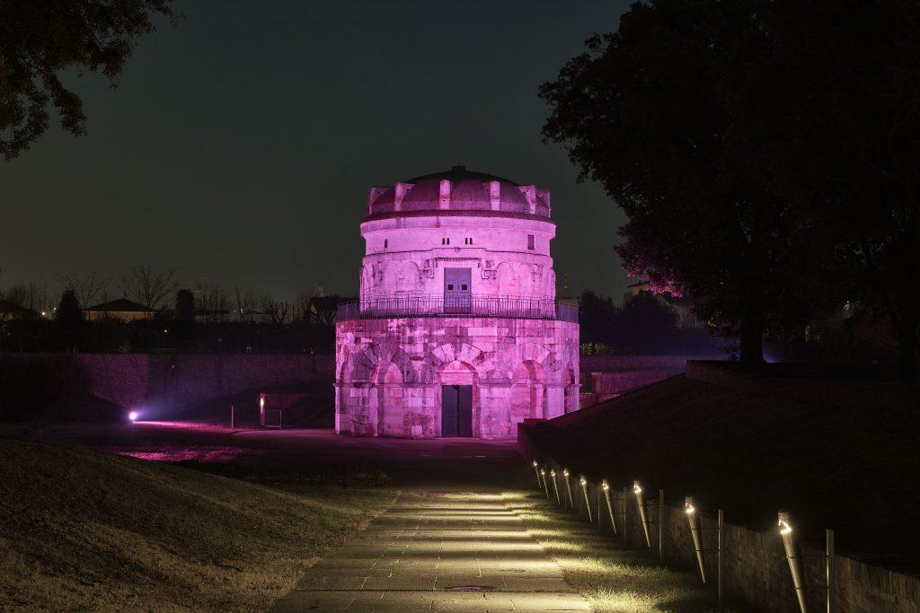 Giro d'Italia, il Mausoleo di Teodorico si tinge di rosa