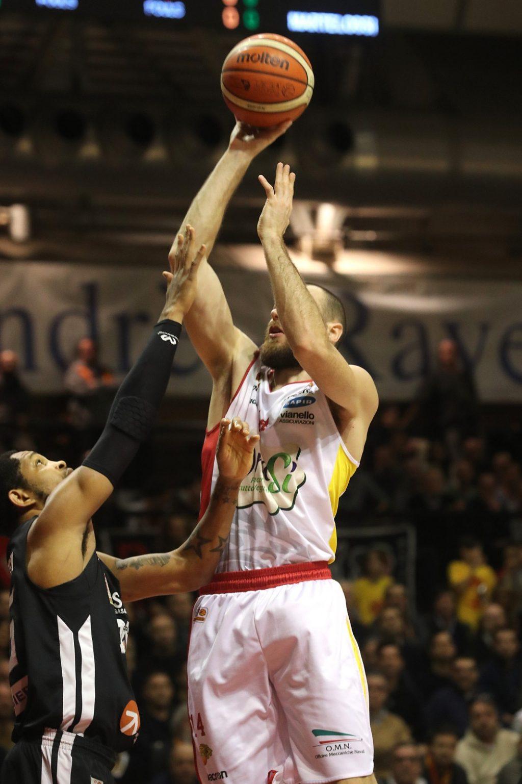 Basket, sconfitta di misura per l'Orasì Ravenna