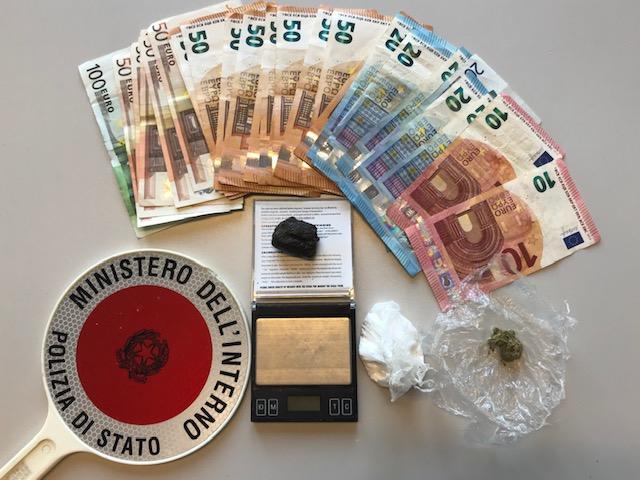 Droga nascosta nel condizionatore di casa, arrestati due giovani a Marina di Ravenna