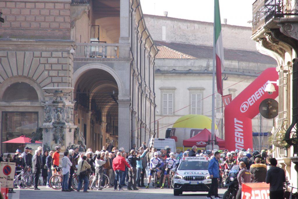 Faenza, 1800 cicloamatori invadono il centro