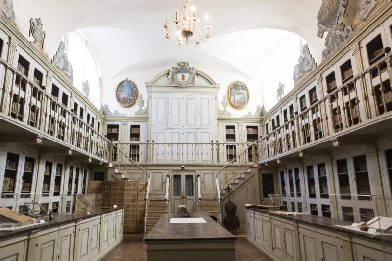 La Biblioteca delle meraviglie, la Manfrediana di Faenza apre per un concerto e un aperitivo