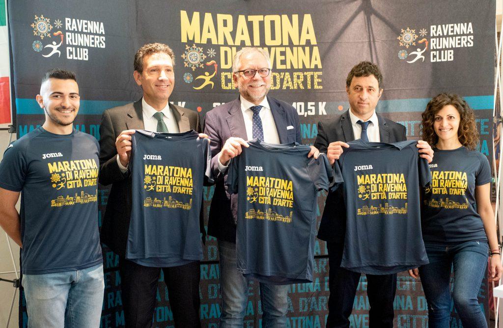 Blu e oro, la nuona t-shirt Joma per Maratona di Ravenna 2019