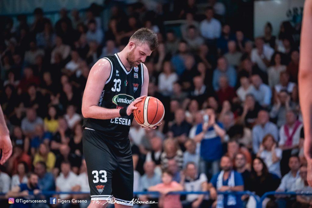 Basket, la Amadori Tigers vince sul finale la gara 2 della finale Playoff
