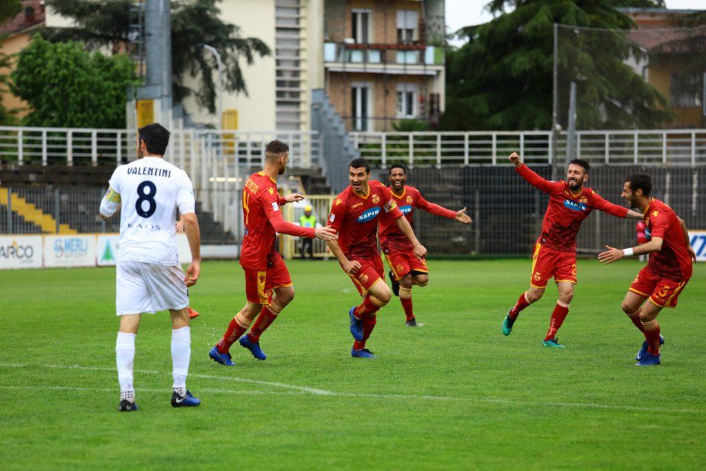 Calcio, il Ravenna spreca il vantaggio e con l'Imolese finisce 3-3