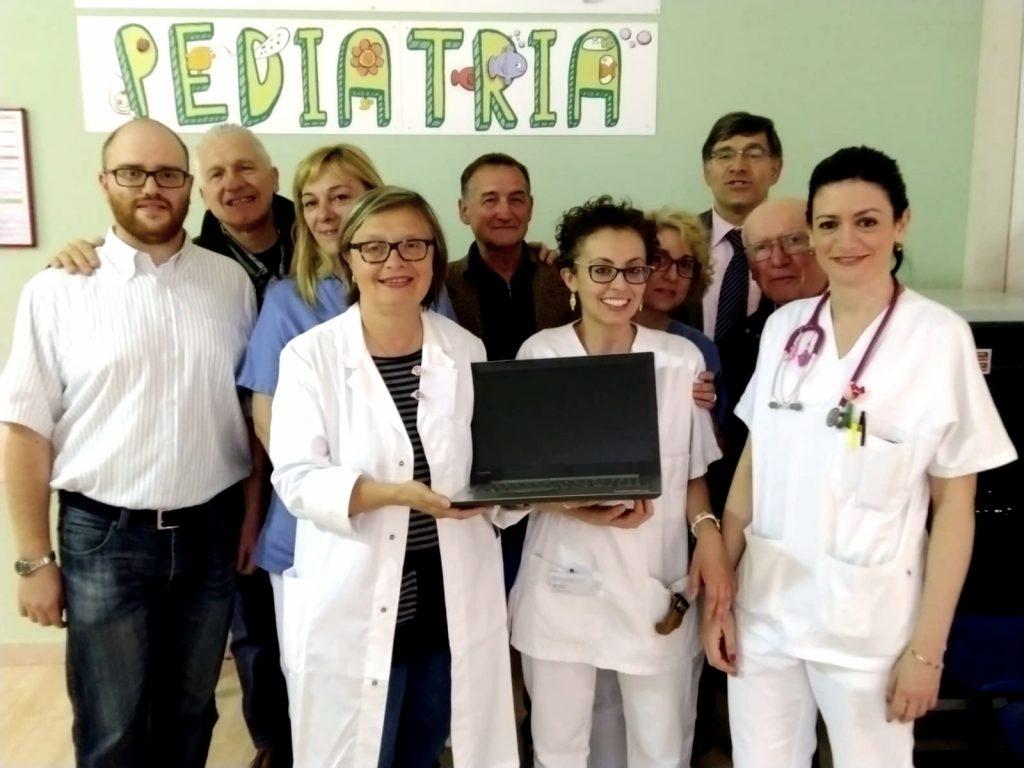 Un computer all'ospedale di Faenza dal Circolo filatelico numismatico
