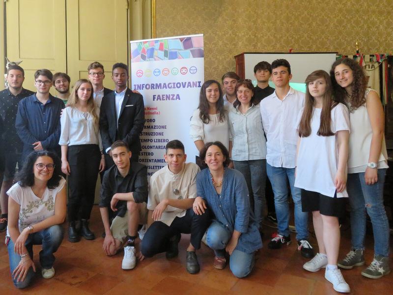 Faenza, gli studenti di due istituti superiori della città realizzano l'App dell'Informagiovani