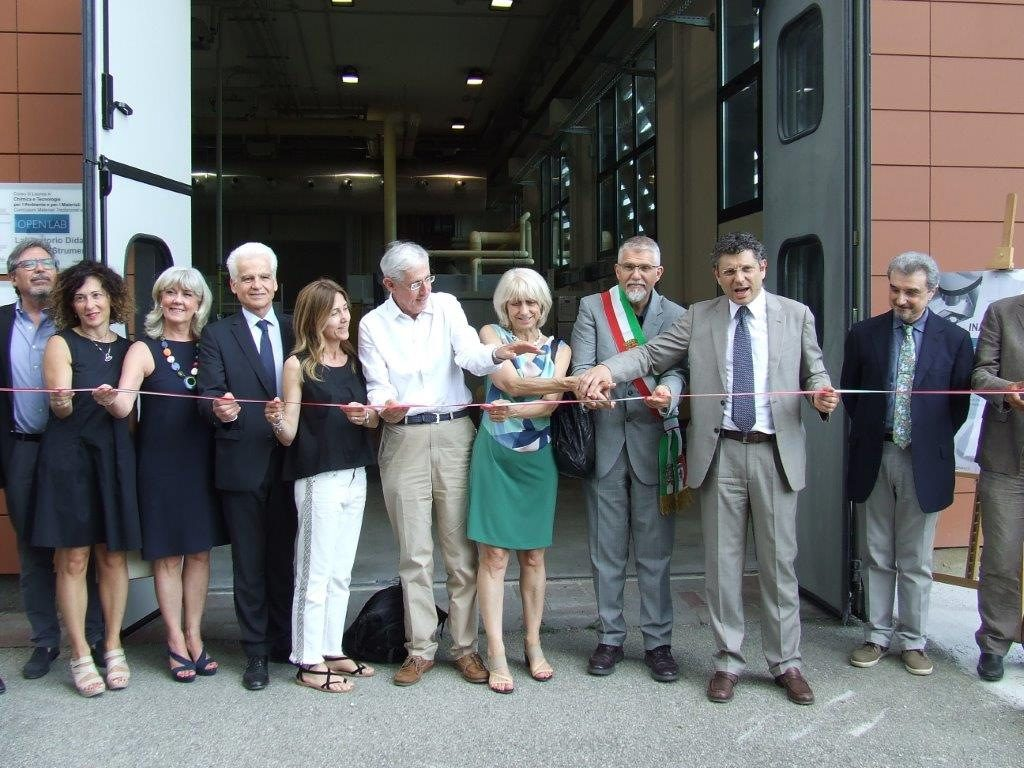 """Taglio del nastro per i nuovi laboratori  """"Open Lab"""" di Faenza"""