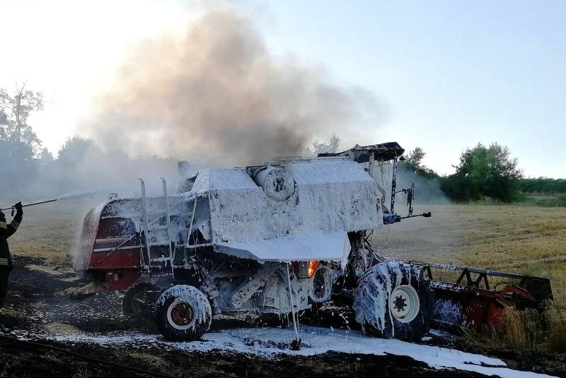 Riolo Terme, trattore in fiamme mentre ara