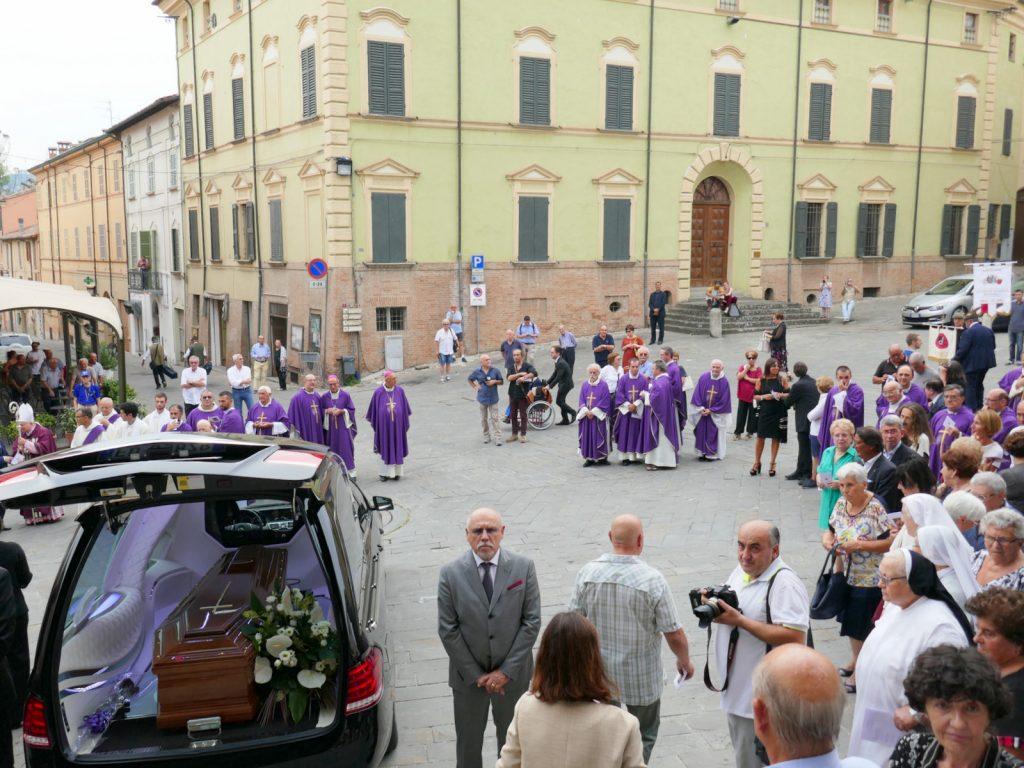 Brisighella, chiesa gremita per l'ultimo saluto al cardinale Achille Silvestrini