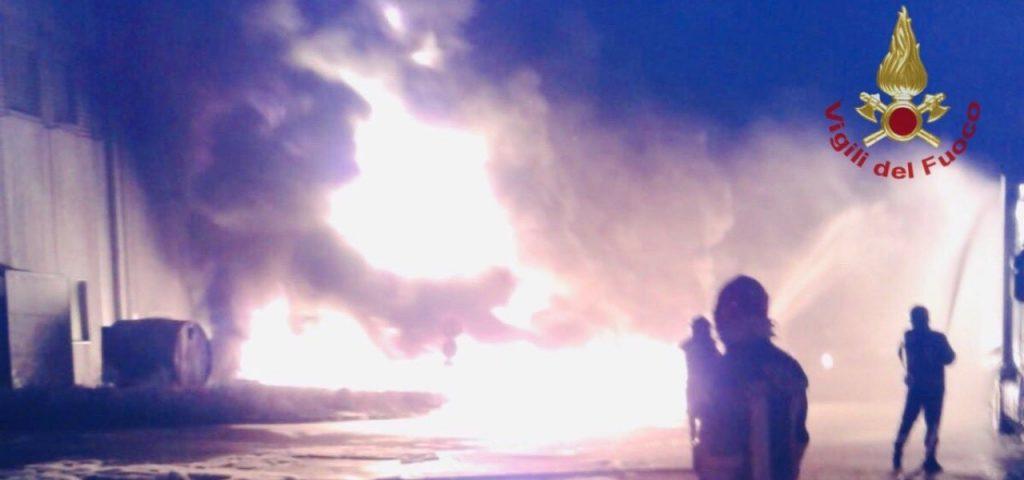 Incendio di Faenza, primi riscontri dalle analisi sui campioni alimentali: metalli entro i limiti di legge