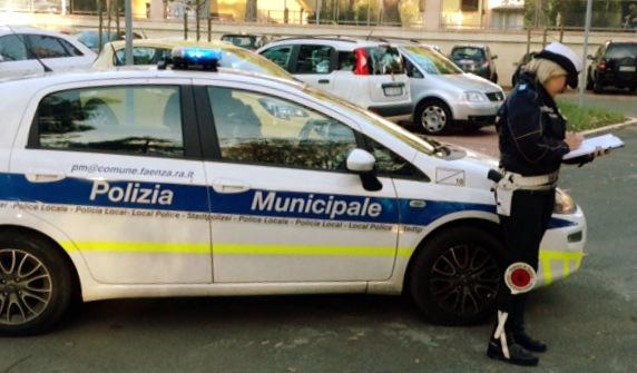 Rubano una costosa bici di un ristoratore del centro di Faenza, la Polizia Locale denuncia due minorenni