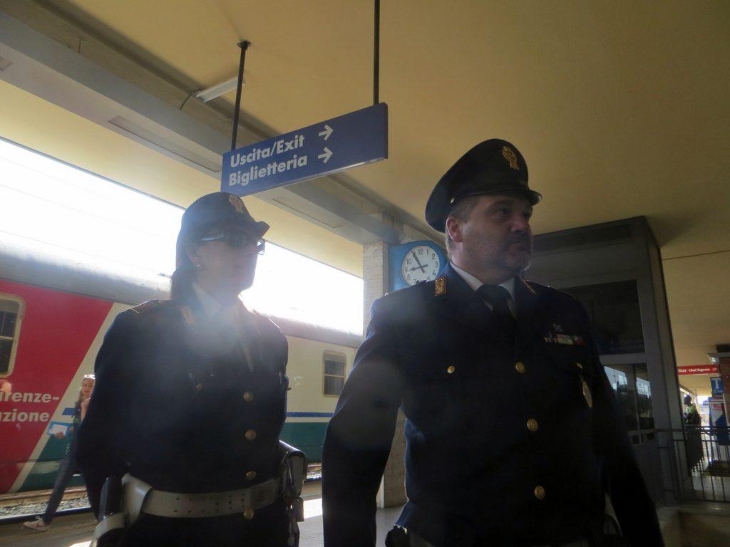 Faenza, derubano un anziano di oro e denaro, denunciate dalla Polfer