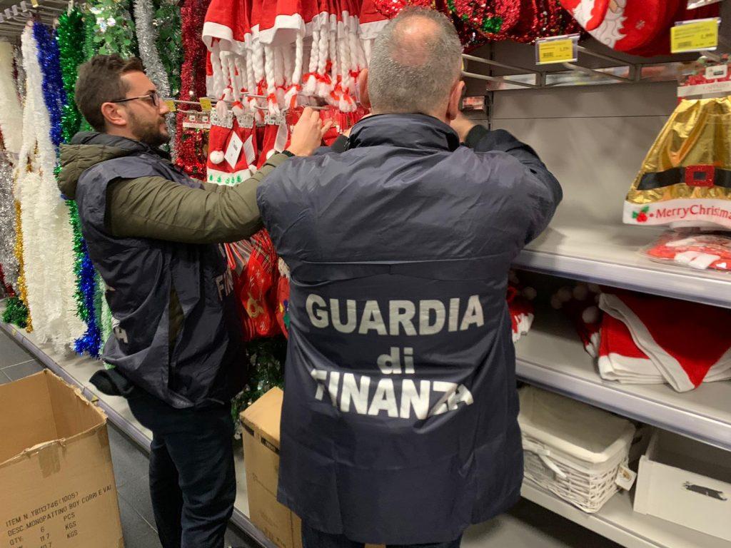 Ravenna, sequestrati 77mila articoli natalizi non regolari