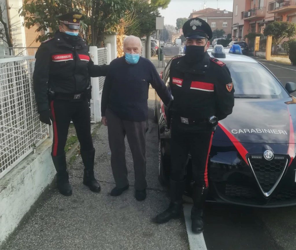 Ruba auto ad anziano e prova a scappare dai Carabinieri