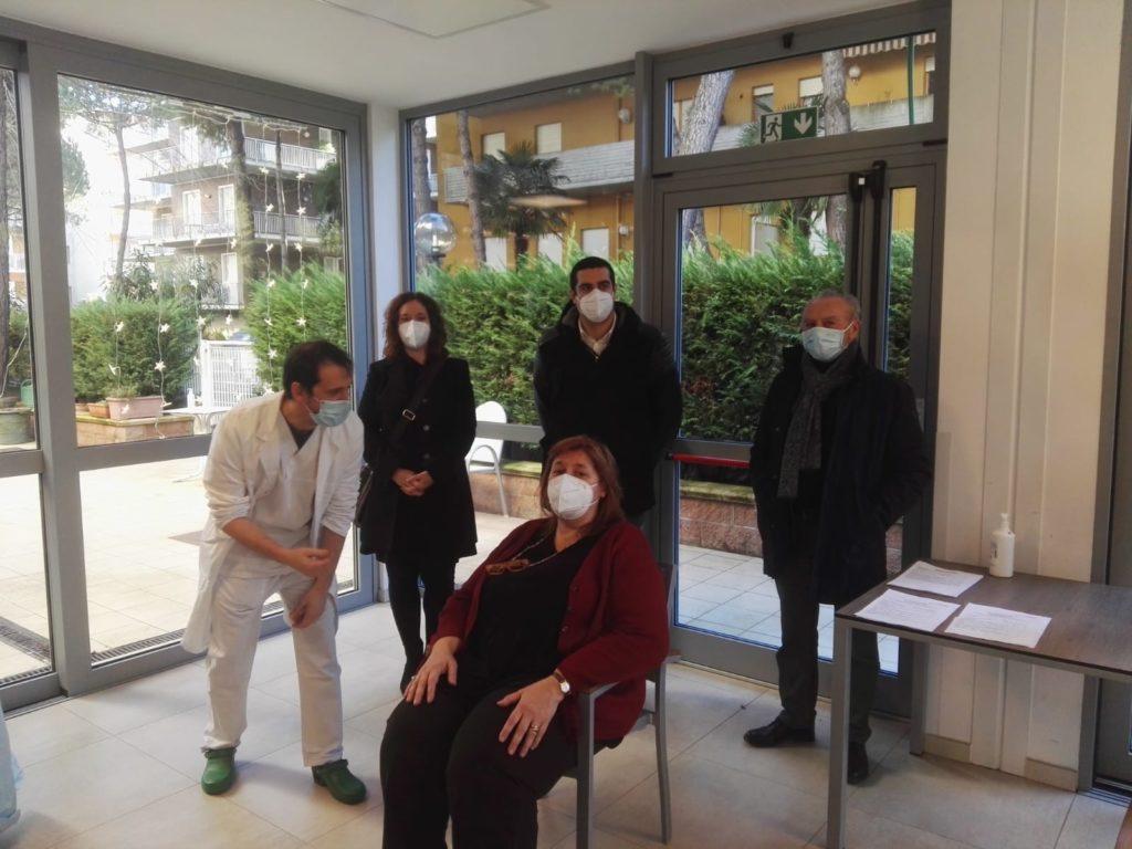 A Villa Verde di Cervia somministrato il vaccino nella prima struttura di residenza anziani della provincia di Ravenna