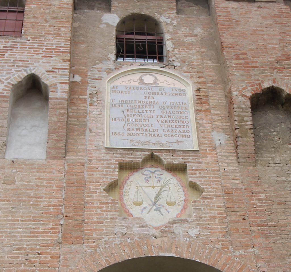 Completato il restauro dello Stemma della prima Repubblica Italiana all'ingresso della Rocca di Lugo