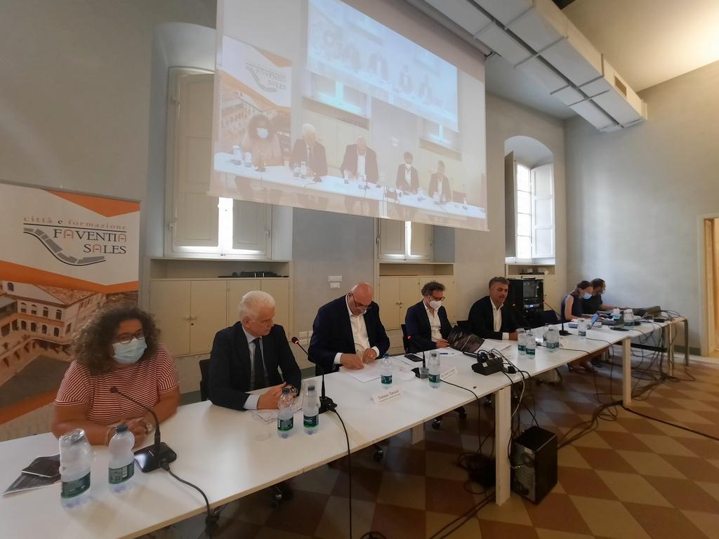 """Nuove sinergie tra aziende di materiali innovativi, svolto il convegno """"Aerospazio e aviazione"""" a Faenza"""